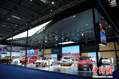 力帆攜眾車型參加2017重慶車展