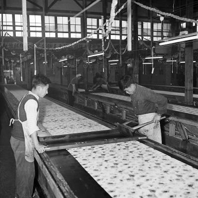 印染厂印花工段。高宏/摄
