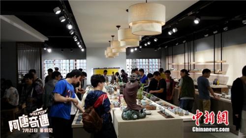 制作团队参观茶器展览