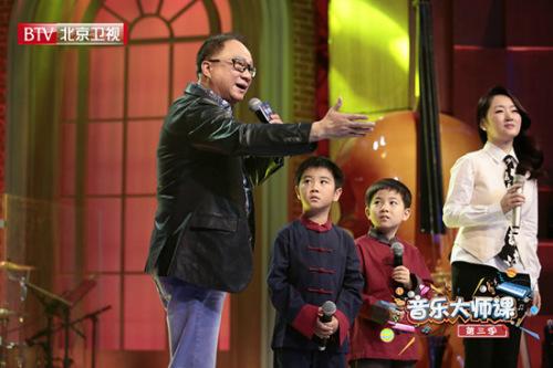 徐小明、杨钰莹唱粤语版《万里长城永不倒》