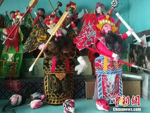 白大成制作的鬃人与京剧人物造型十分相似。上官云 摄