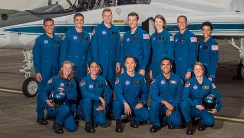 此次入选的12名宇航员中有7名男性,5名女性。
