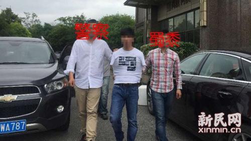 图说:民警经过伏击,当场擒获嫌疑人李某。浦东警方 图