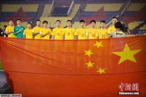 目前,中国队与第三乌兹别克斯坦队的积分差距为6分。在12强赛还剩2轮的前提下,国足依旧保留着进军世界杯的理论可能,奇迹理论上仍有发生的可能性。