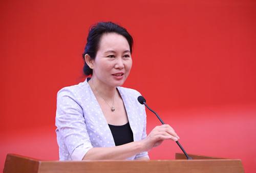 清华大学新闻与传播学院常务副院长、中国新闻史学会会长陈昌凤发言