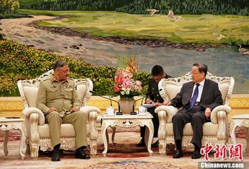 6月15日,中国全国政协主席俞正声在北京人民大会堂会见了来访的巴基斯坦参联会主席祖拜尔一行。 中新社记者 毛建军 摄