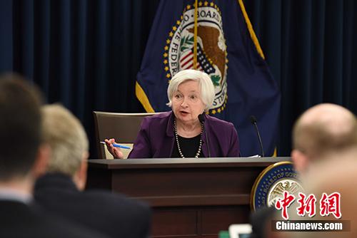 当地时间6月14日下午,美联储主席耶伦在期货配资 发布会上宣布,将联邦基金利率上调25个基点。这是美联储今年以来第二次加息。 记者 邓敏 摄