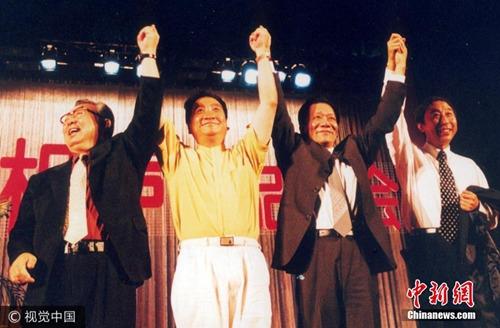 资料图:唐杰忠(左一)。图片来源:视觉中国