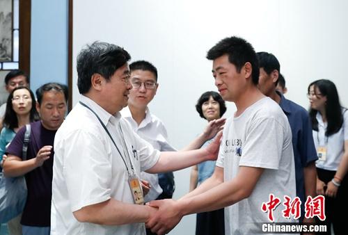 """故宫悼念""""农民捐宝人""""单霁翔:他的胸怀令人钦佩"""