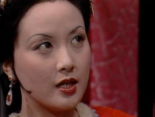 电视剧中的王熙凤。图片来源:87版《红楼梦》视频截图