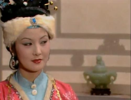 邓婕扮演的王熙凤形象深入人身。图片来源:87版《红楼梦》视频截图