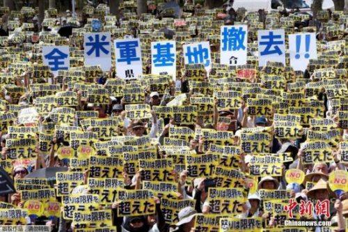 日本冲绳县6月19日举行大规模集会,要求驻冲绳的美国海军陆战队全部离开,并且从根本上修改给予驻日美军司法庇护特权的协定。