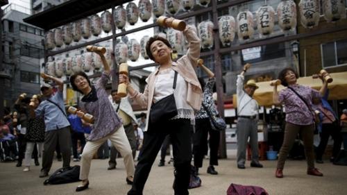 日本人均寿命再增创历史新高 女性保持全球首位