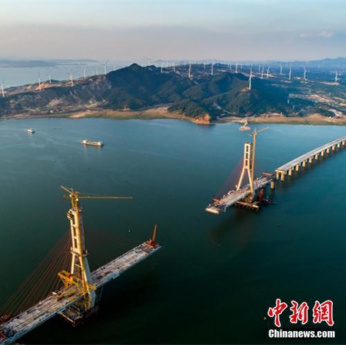 震撼!国内高速跨内陆湖泊最长斜拉桥合龙