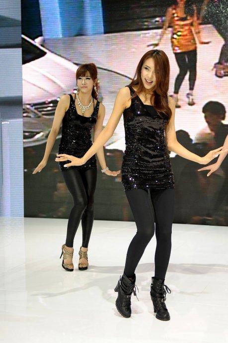 韩国车模舞姿诱人 甜美可爱(10)