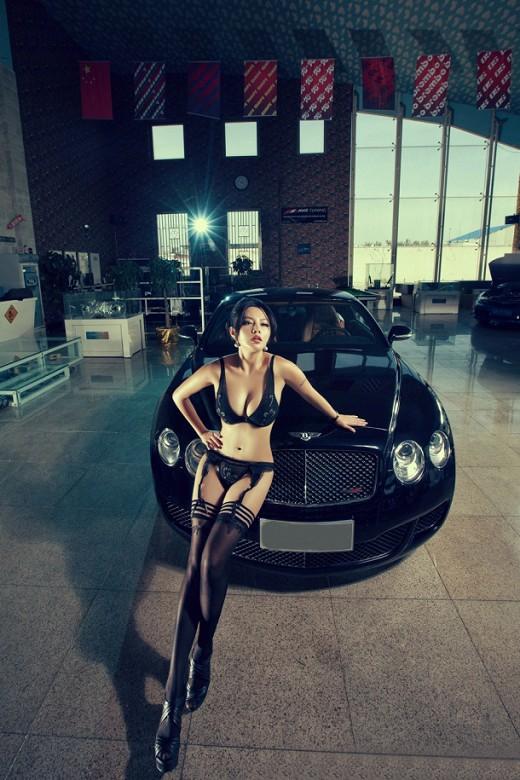 美女豪车的顶级诱惑 魅力丰满车模沟魂