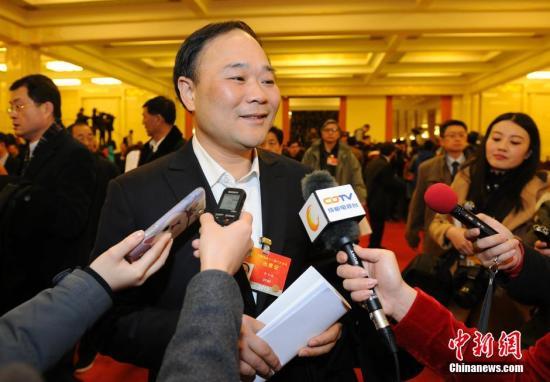李书福呼吁加快自动驾驶立法