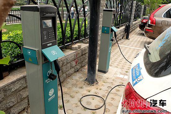 业主买新能源车却不能装充电桩物业称出于安全考虑