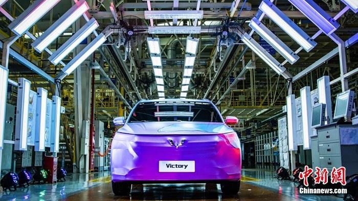 上汽通用五菱第2200万辆整车下线发布五菱全球银标