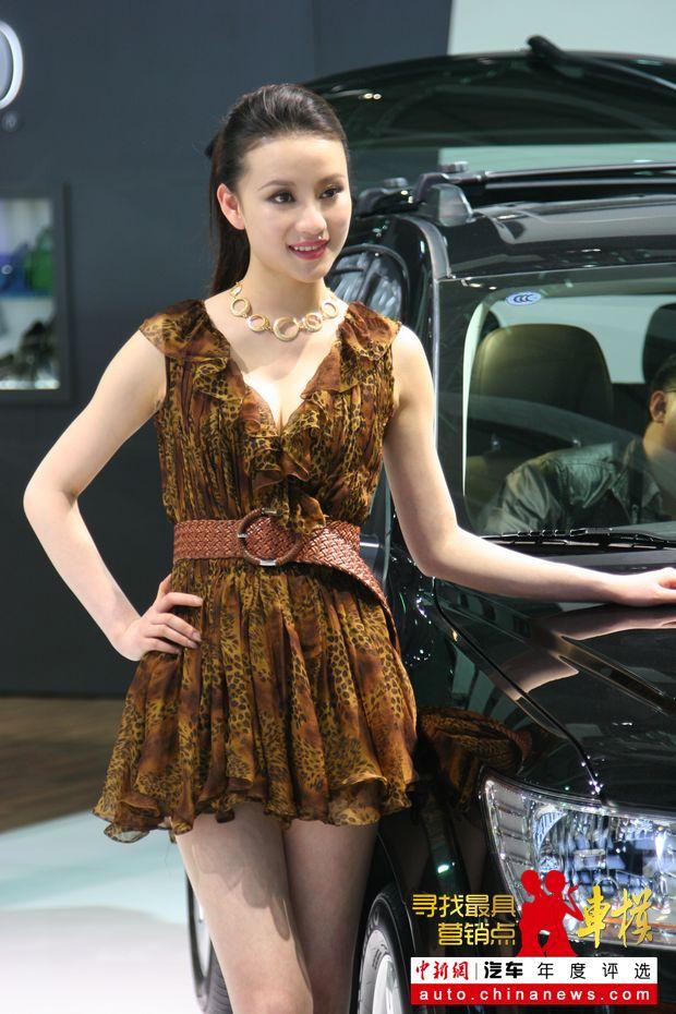上海车展美女车模:道奇展台车模——中新网汽车频道