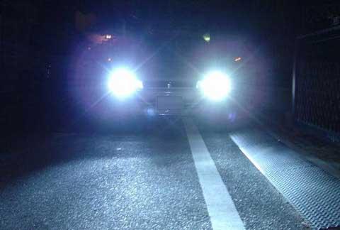 大灯,汽车的照明技术几乎一直在与汽车工业并行前进着.然而高清图片