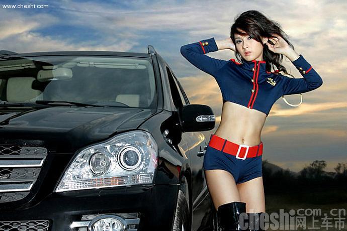 制服美女车模身材火爆 长相貌似杨恭如--中新网