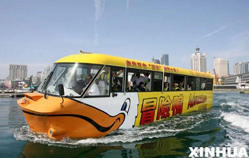 水陆两栖巴士 冒险鸭 下水试航 造价近600万元高清图片