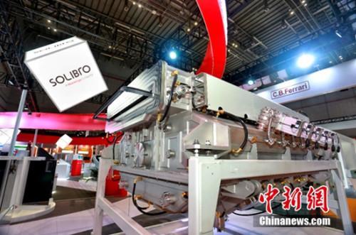 """探访进口博览会汉能展厅""""新能源+中国制造""""引关注"""