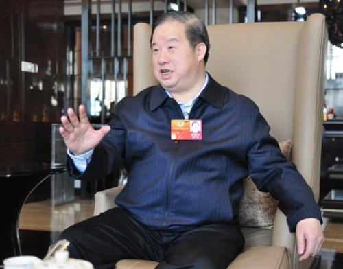 新华联傅军:建议解决民营企业融资难融资贵问题