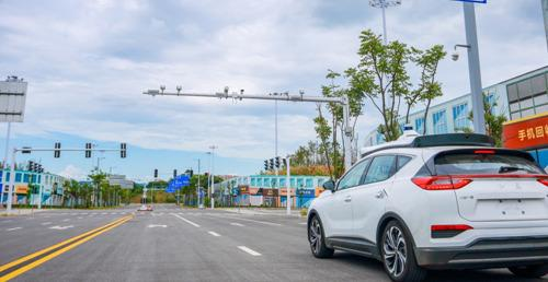 """中国首批L4级自动驾驶量产车""""上牌照""""了 红旗EV南北两地加速开跑"""
