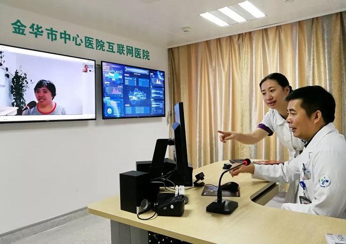 疫情期间,金华市中心医院微脉互联网医院上线了在线开处方、医保结算、送药到家服务。张乐摄