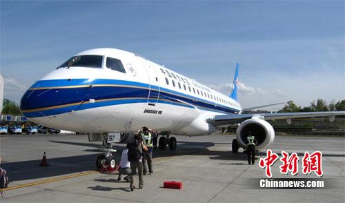 南航引进首架EMB190飞机执飞新疆航线(图)