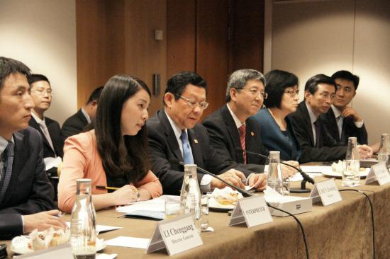 中欧双方同意对话磋商解决光伏电池等贸易争端