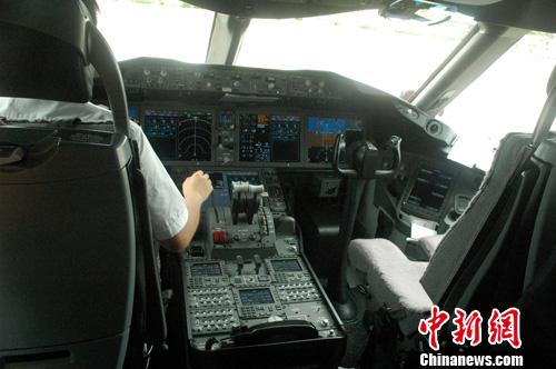 海航首架波音787飞机抵海口