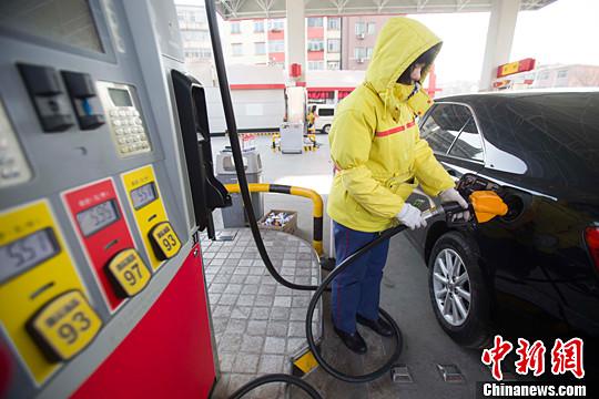 发改委设油价涨跌上下限低于40美元国内不再降价