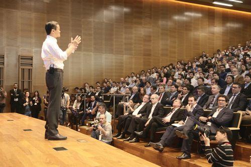 马云阿根廷开讲跨境贸易五百个座位挤进上千人