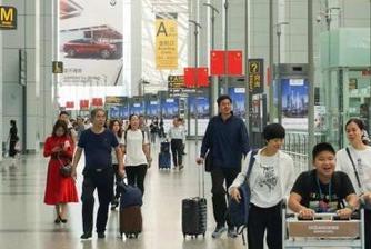 白云机场单日客流超22万人次