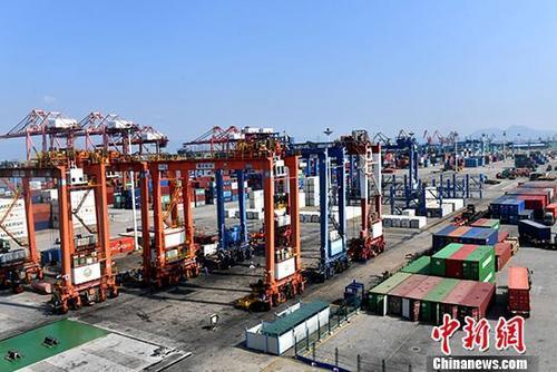 """加速""""买全球""""前三季度中国累计进口额超10万亿元"""