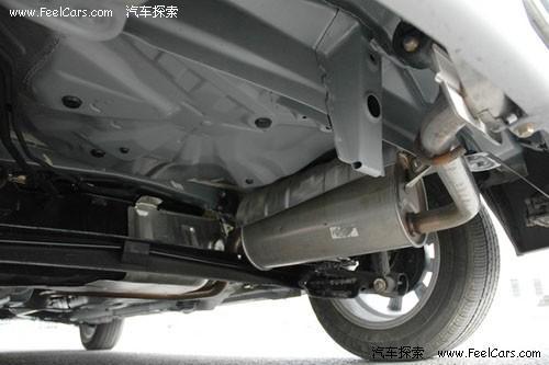 排气管绕到中间,显然是多此一举,现在固定排气管的钩子已经生锈了