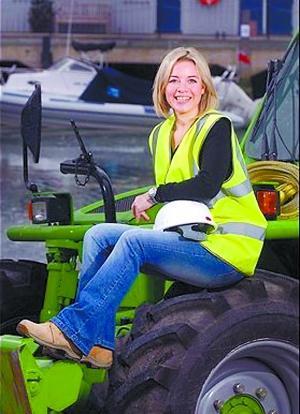 女秘书变码头工人 英国白领干起蓝领活儿