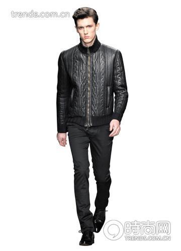 黑皮衣 穿着重点:大翻领