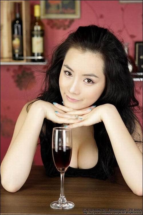 韩国第一车模演绎熟女风尚组图