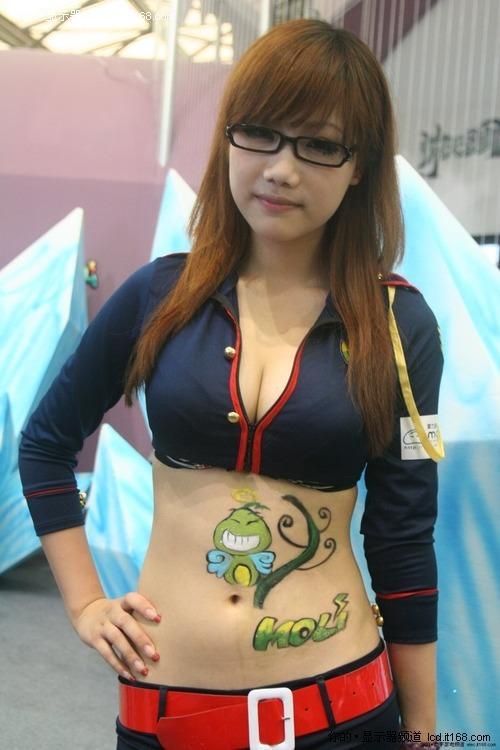 ChinaJoy美女图 低胸美腿领风骚