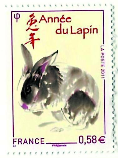 生肖邮票小型张,看起来像一张中国窗花剪纸,剪影的一只只兔子乖乖地蹲