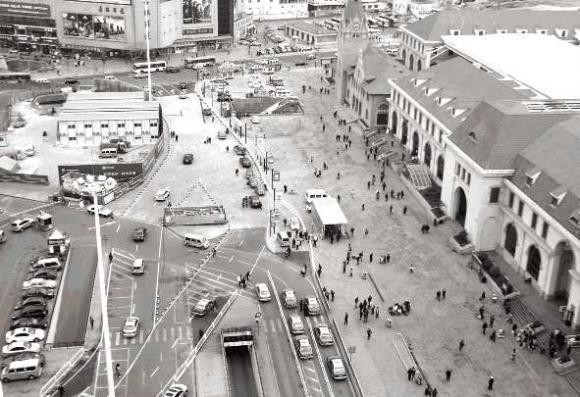 青岛火车站广场4月6日调流首日就遭遇堵车