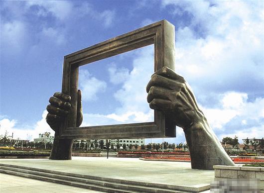 艺术家将为武汉立地标雕塑 或用九头鸟形象