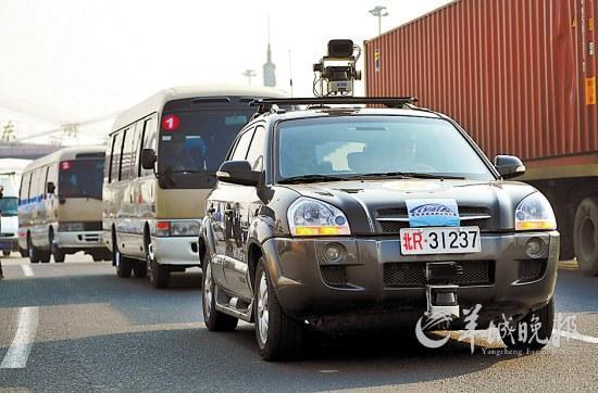 中国首辆无人驾驶汽车通过高速公路测试高清图片