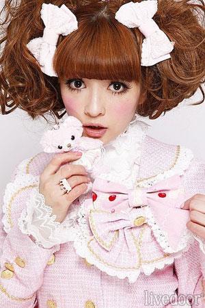 日本萝莉护士被禄_日本萝莉护士身兼模特 发博文宣传健康美容知识-中新网