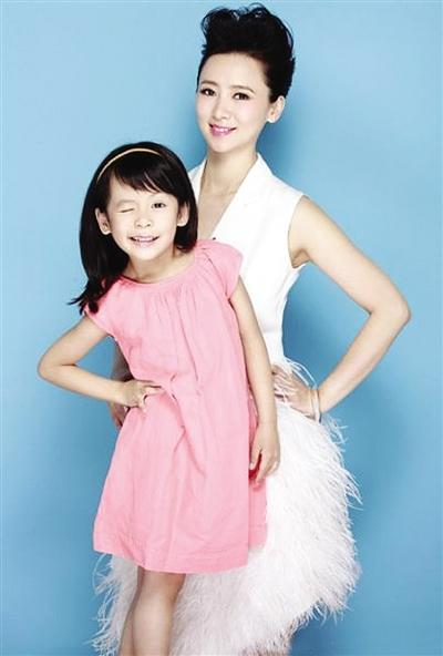 翁虹晒与6岁女儿合照 小公主调皮可爱(图)