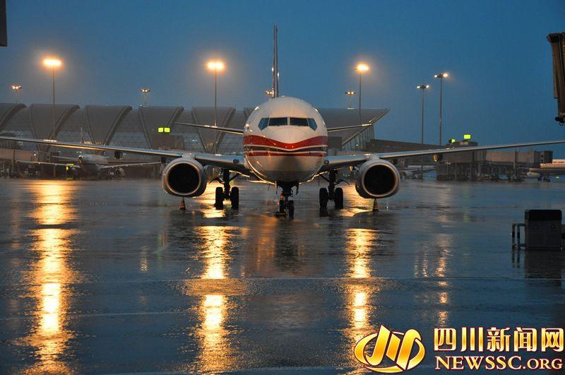 阵雨天气后,连续第三天遭遇雷雨天气,导致这三天来乘坐飞机出行的旅客